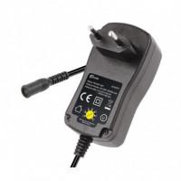 Alimentador unversal electronico entre 3-12V y 1500MA con multiples clavijas.